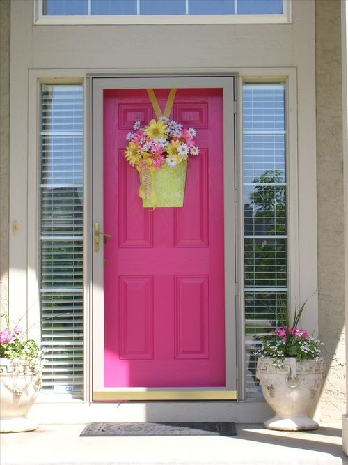 Back in the spring of 2007 I wanted to spruce up the front of our house so I decided to paint the front door pink. : pink door - pezcame.com