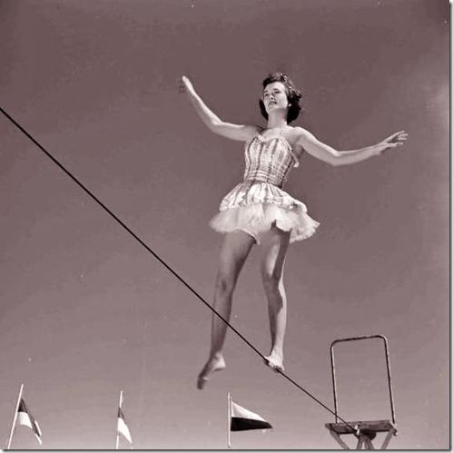 circusgirl (570x570)