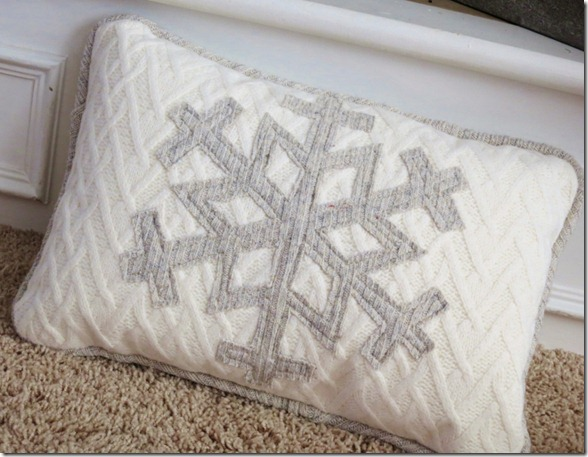 Upcycle Sweater Snowflake Pillow (800x620)